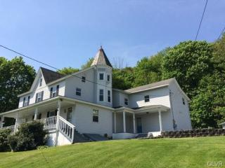 376 S Walnut St, Slatington, PA 18080