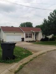 106 Bowers Ct, Oak Grove, KY 42262