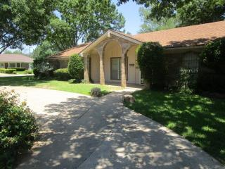 7251 Yolanda Dr, Fort Worth, TX 76112