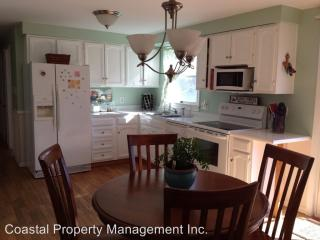 11 Sawyer St, Thomaston, ME 04861