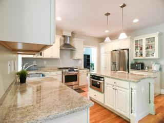10 Larch Rd, Wellesley, MA 02482