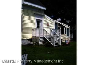 18 Suffolk St, Rockland, ME 04841