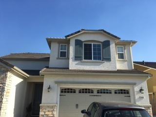 880 Mirror Ct, Tracy, CA 95304