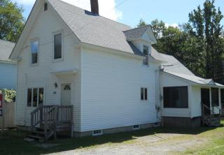 35 County Rd, Milford, ME 04461