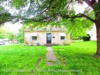 1608 W Sheley Rd, Independence, MO 64052