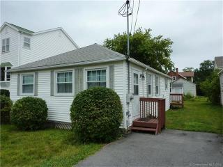 39 Brockett Rd, Niantic, CT 06357