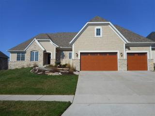 12 Country Club Ct, Le Claire, IA 52753