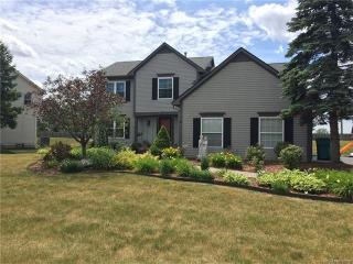 2481 Huntington Dr, Lake Orion, MI 48360