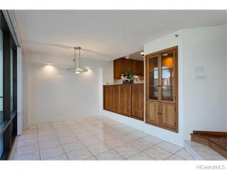 1525 Wilder Ave #507, Honolulu, HI 96822