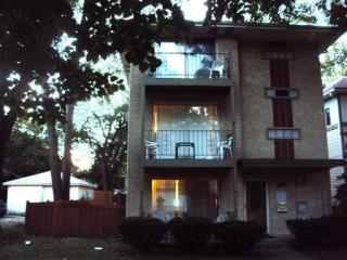 58 Lincoln Ave #2, Riverside, IL 60546