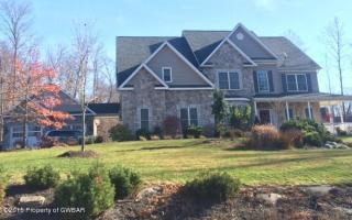 403 Ice Harvest Dr, Mountain Top, PA 18707