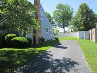 65 Smith St, Niantic, CT 06357