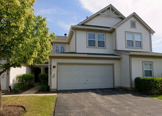 2817 Falling Waters Dr, Lindenhurst, IL 60046