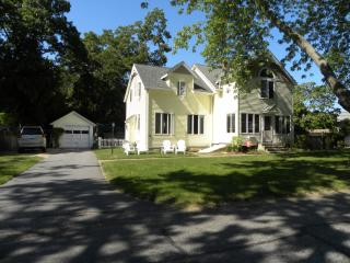 14 North Rd, Niantic, CT 06357