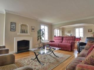 18707 Winslow Rd, Shaker Heights, OH 44122