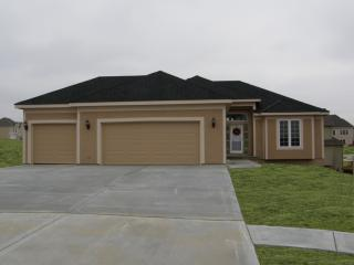 13501 Leathas Ct, Smithville, MO 64089