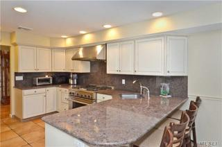 10 Christa Court, Huntington NY
