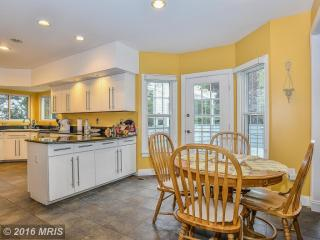 5938 Fairview Woods Dr, Fairfax Station, VA 22039