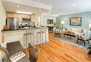 298 Independence Dr, Chestnut Hill, MA 02467