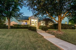 8975 Ranch Bluff Court, Benbrook TX