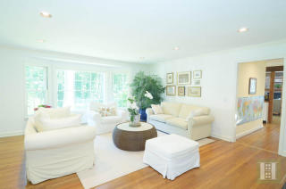108 Tobys Ln, New Canaan, CT 06840