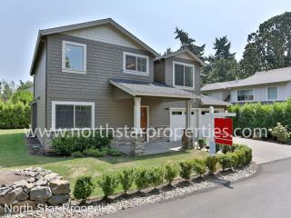 4848 Lower Dr, Lake Oswego, OR 97035