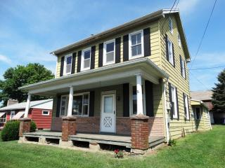 1174 Mount Joy Rd, Manheim, PA 17545