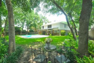 2127 Walnut Grove Lane, Richmond TX