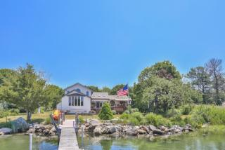 242 Shore Road, Waterford CT