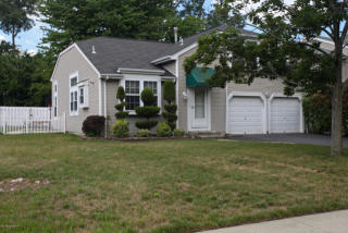 37 Baytree Circle, North Middletown NJ