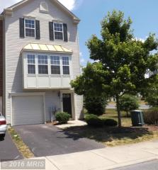 10 Streamside Pl, Falling Waters, WV 25419
