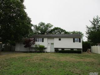 2906 Sipp Avenue, Medford NY