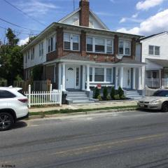 210 W Washington Ave #A, Pleasantville, NJ 08232
