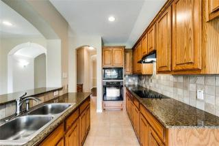 407 Sunnyside Ln, Red Oak, TX 75154