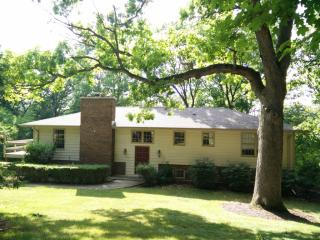 7835 Normandy Dr, Spring Grove, IL 60081