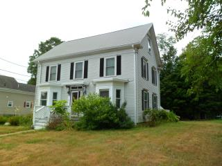 27 Pleasant St, Middleton, MA 01949