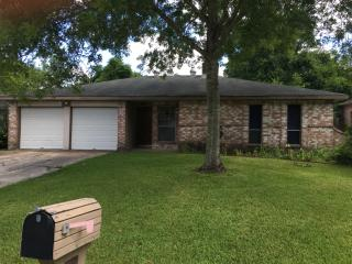 16735 Barcelona Dr, Friendswood, TX 77546