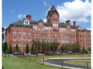 75 Wheeler Ave #202, Bridgeport, CT 06606