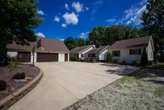 7320 North Pin Oak Court, Columbia City IN