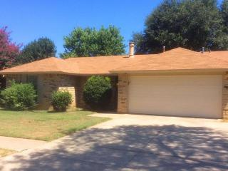6905 Forestview Dr, Arlington, TX 76016