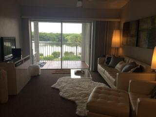 1175 Mainsail Dr #714, Naples, FL 34114