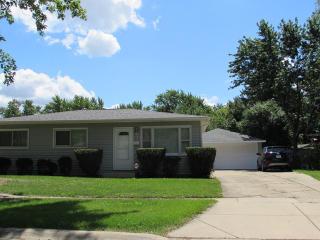 605 Ridgewood Road, Streamwood IL