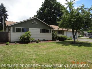 2441 34th St, Springfield, OR 97477