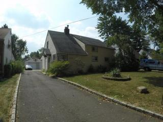 1074 Briarcliff Drive, Rahway NJ