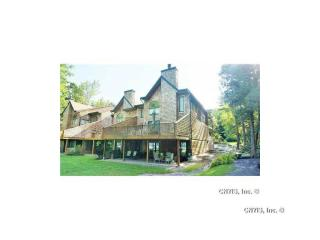 4 E Shore Path, Cazenovia, NY 13035