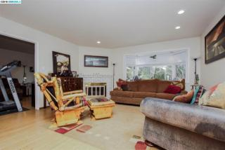 29 Eastbrook Ct, Clayton, CA 94517