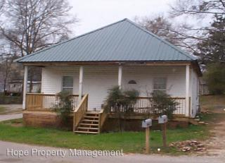63 Maple St, Grantville, GA 30220