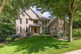 4457 Old Ivy Court, Bettendorf IA