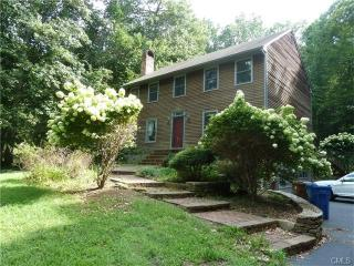5 Round Hill Rd, Shelton, CT 06484