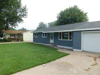 208 Water St, Center Point, IA 52213